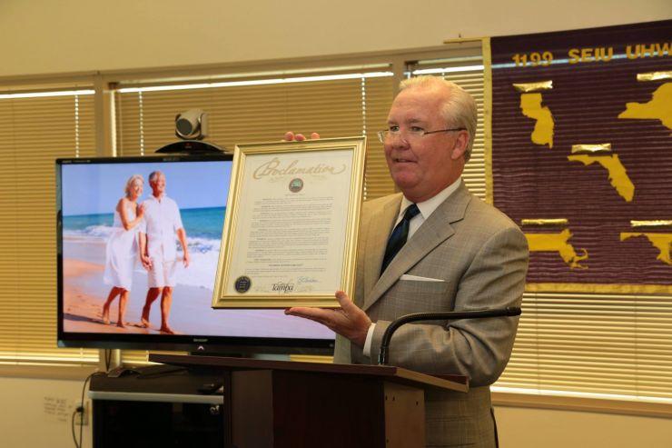 Tampa, FL - En un foro comunitario el 5 de abril sobre la crisis en el  cuidado de las personas mayores o que viven con discapacidad, el Alcalde de  Tampa Bob ...